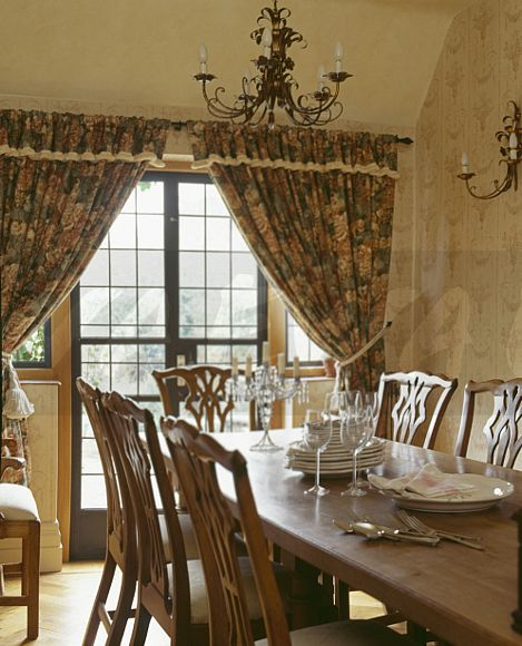 Country Dining Room Curtains: Image: Traditional Country Dining Room With Patterned