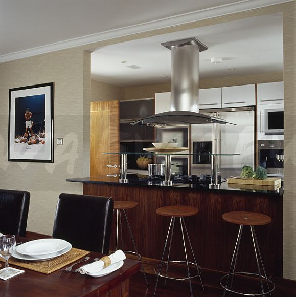 Image Townhouse Dining Room With Wood Chrome Stools At Breakfast
