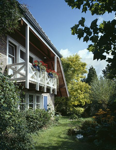 German House Designs: Image: Traditional German Small Country House With Red