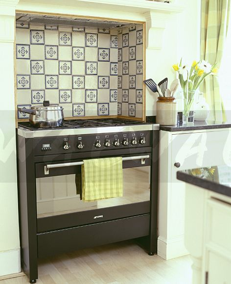 Black And Cream Kitchen Tiles: Image: Cream+blue Patterned Tiles On Wall Above Black
