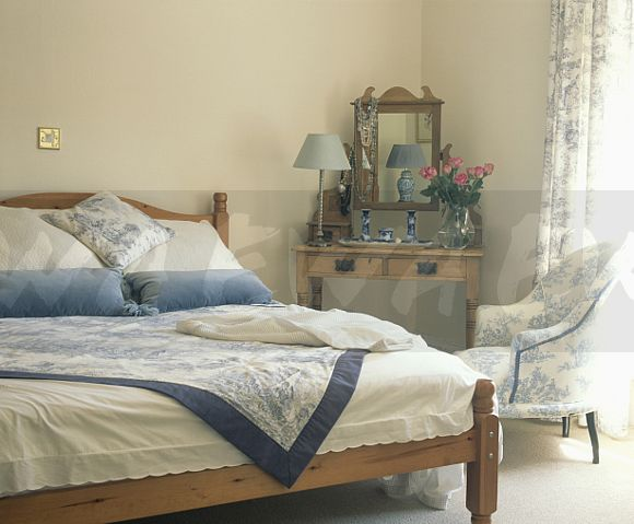 Blue And White Toile Bedroom: Image: Blue And White Toile-de-Jouy Armchair And Matching