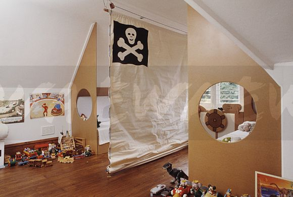 Image Canvas room divider with scullcrossbones motif in childrens
