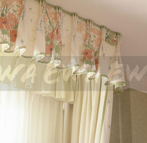 Floral Gardinen Und Pelmet Am: Image: Floral Pelmet And White Drapes On Window In